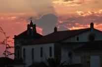 Zonsondergang in Abrantes. Uitzicht vanaf de kasteeltuin.