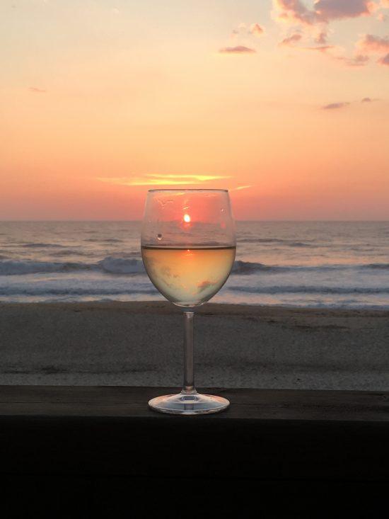 Wijn aan het strand